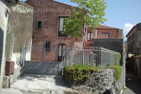 Casa Vacanza a Linguaglossa centro - Linguaglossa - Ev