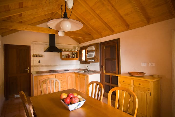 Fully equipped kitchen respecting the canarian rustique style
