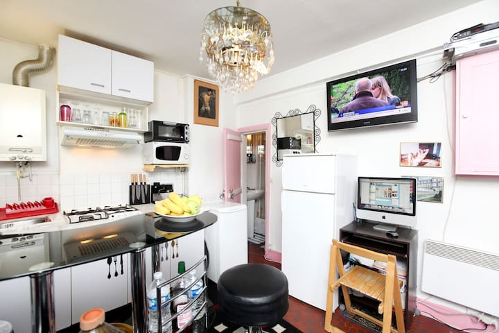 room in the heart of paris center