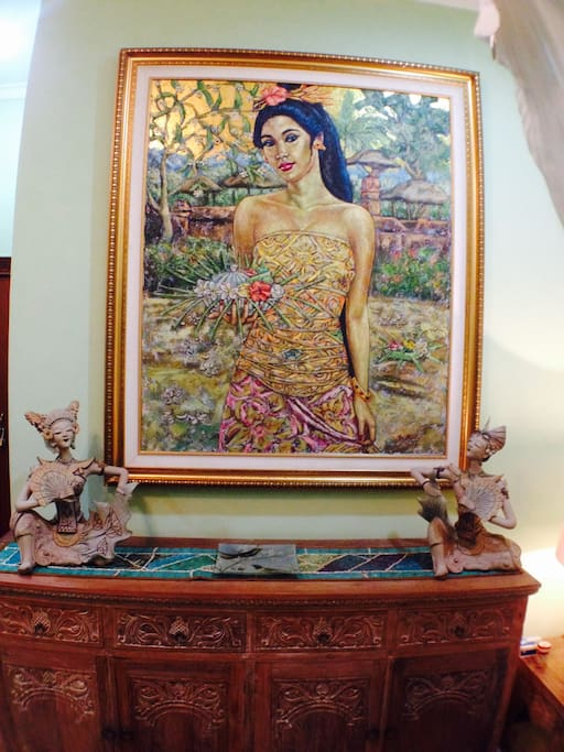 Balinese art & intricate Javanese pottery figures are among the art pieces that characterise this villa.