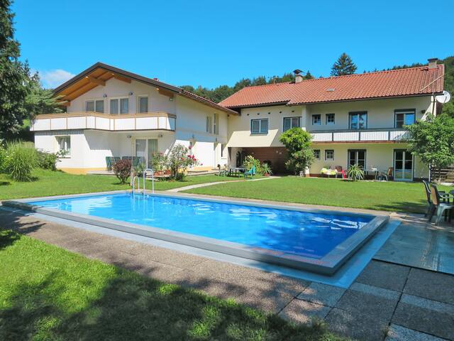 Holiday apartment in a peaceful setting w/ shared spacious garden and pool