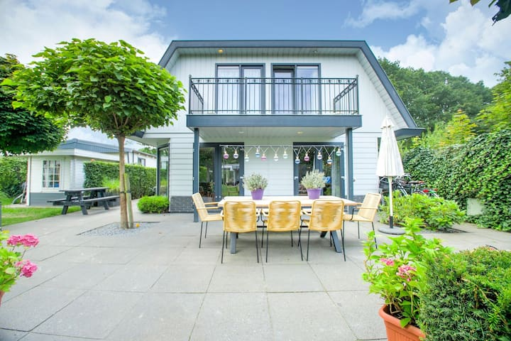 Wonderful Holiday Home nearby Efteling with private heated pool and jacuzzi