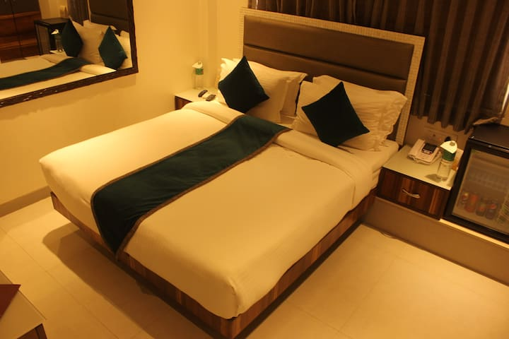 Spacious private room near Calangute beach - Goa del norte - Bed & Breakfast