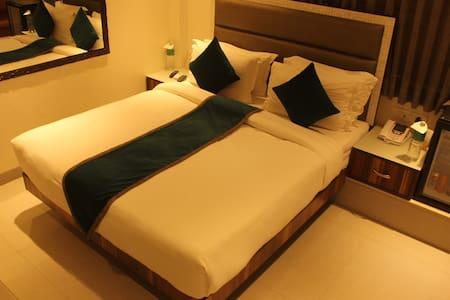 Spacious private room near Calangute beach - North Goa - Bed & Breakfast