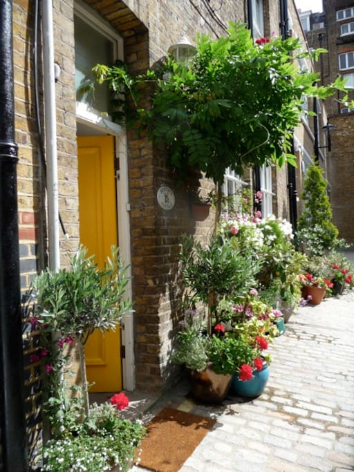 Quiet, exclusive mews location only two minutes walk from the world's busiest shopping area - Oxford Street!
