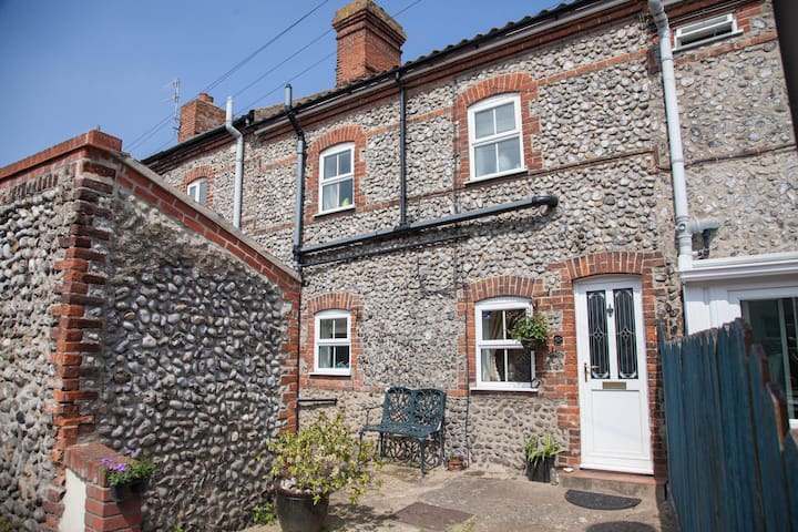 10 Chesterfield Cottages - Cromer