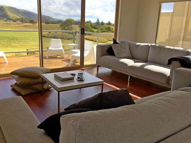Pet Let 22: Contemporary Golf Course Frontage - Normanville