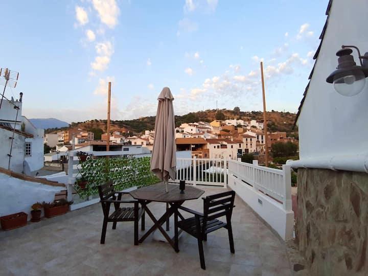 Casa de una habitación en Riogordo, con magnificas vistas a las montañas, piscina privada y jardín amueblado