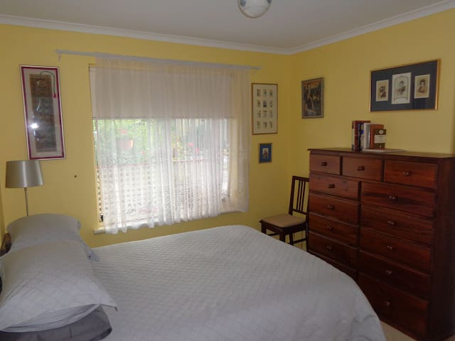 The Yellow room. Double bed.