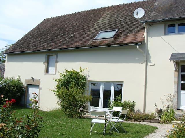 Bienvenue dans notre maison morvandelle - Saint-Péreuse - Casa