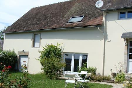 Bienvenue dans notre maison morvandelle - Saint-Péreuse - Rumah