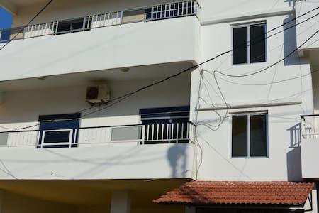 Apartment  3min drive 2 Ta7t el ri7 - Enfeh