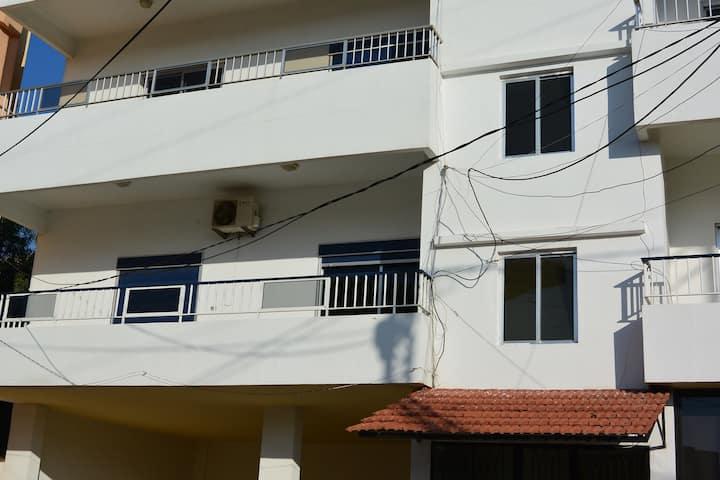 Apartment  3min drive 2 Ta7t el ri7
