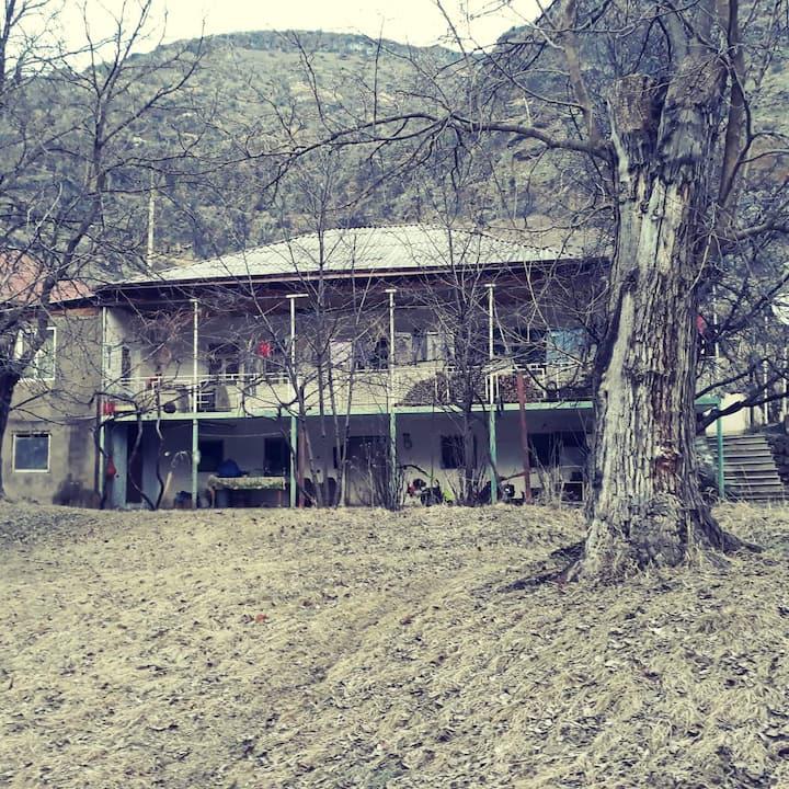 "Guesthouse Khertvisi • საოჯახო სასტუმრო ""ხერთვისი"""