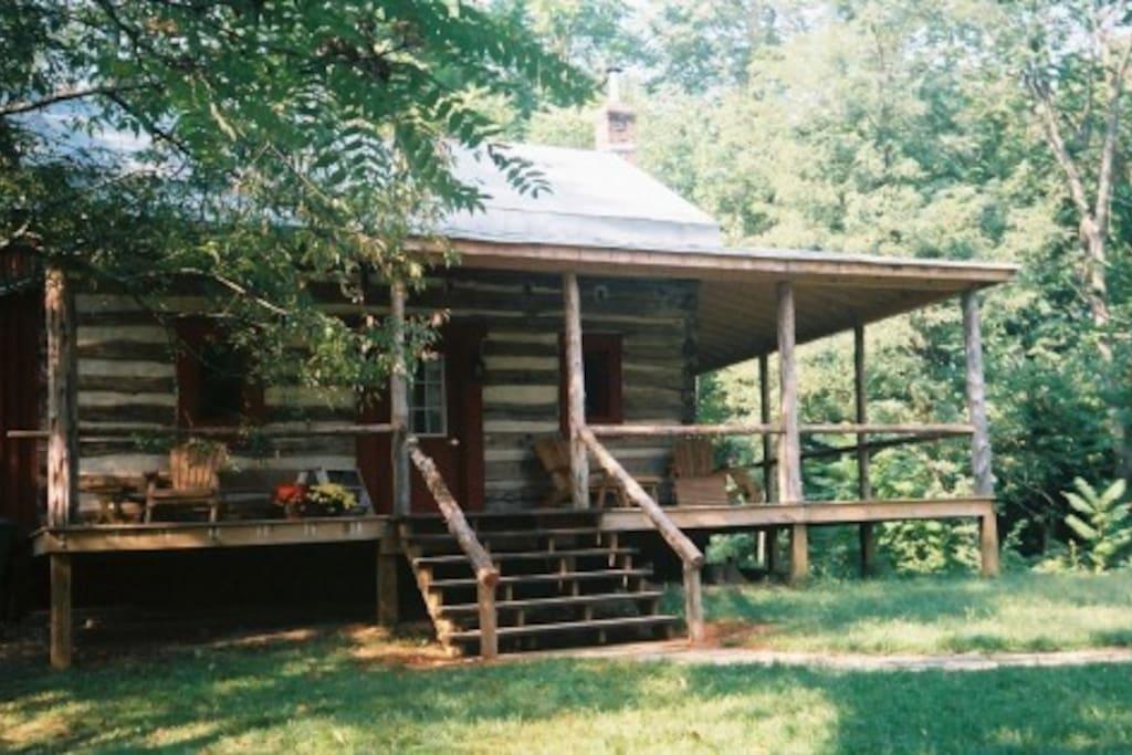 Unique log cabin in private glen cabins for rent in for Cabin rentals near lexington va