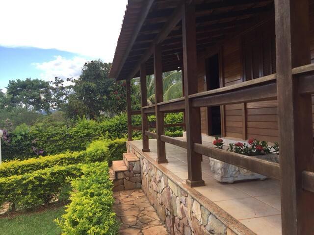 Casa-Chalé Recanto das Orquídeas - Furnas