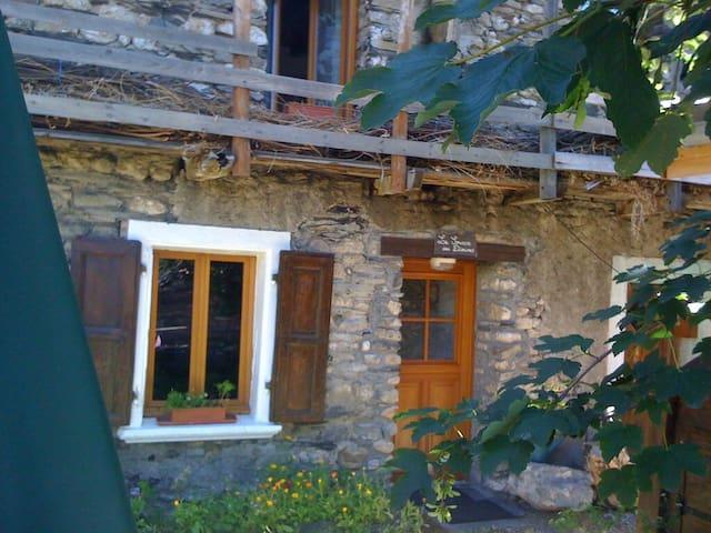 La source des Diounes T3 - Besse - Maison
