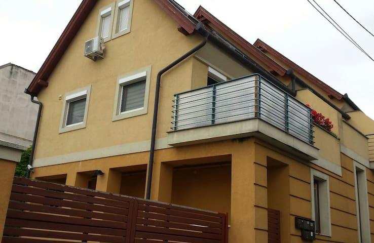 Schöne Maisonnettewohnung mit Klimaanlage - Keszthely - Apartment