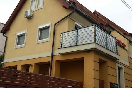 Schöne Maisonnettewohnung mit Klimaanlage - Keszthely - Leilighet