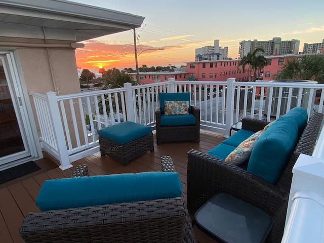 Magnificent View of the Gulf from Rooftop Deck!