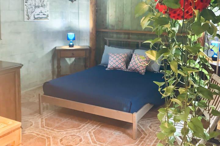 """Wynwood """"Casablanca Suite"""" Studio Apartment"""