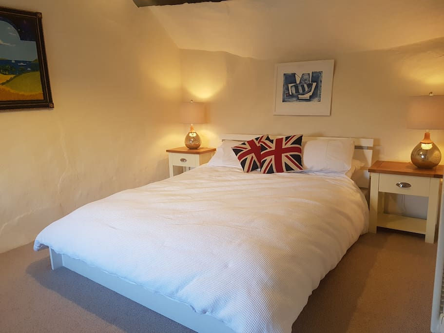 Lovely double bedroom with great views of the countryside