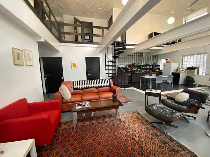 Hip and minimal neighborhood loft