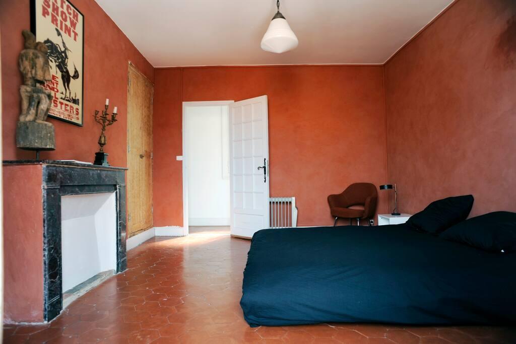Chambre chaleureuse et confortable