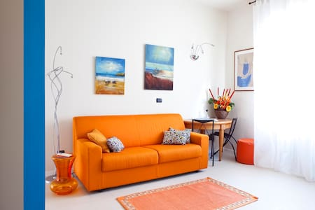 ORANGE Apartment + Garden @RHOfiera - Rho