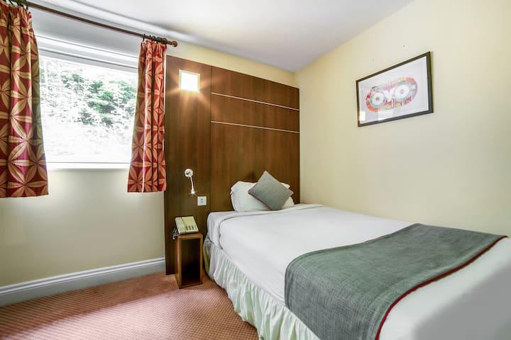 Standard Single Room in OYO The Bridge House Hotel