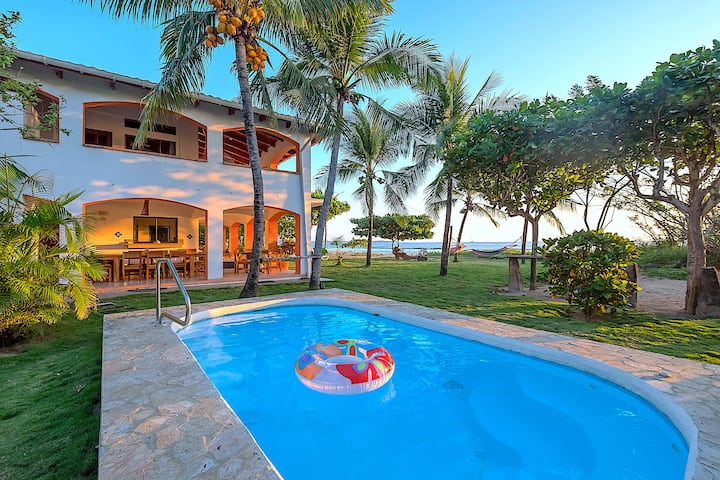 Villa Olivia: Spectacular Oceanfront Beach House!