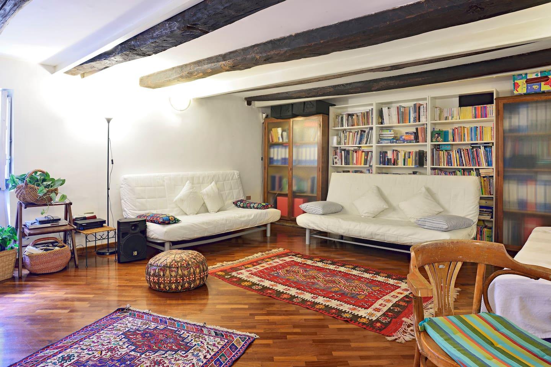 Grande camera da letto con due divani-letto/Large bedroom with two sofa-beds