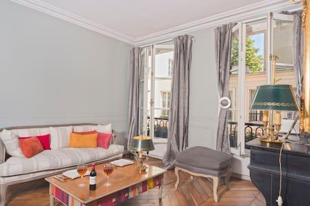 charming flat on Ile Saint-Louis