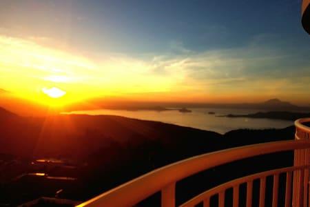Brent's Condotel w/ Gorgeous Taal Lake View & WIFI - Tagaytay - Apartament