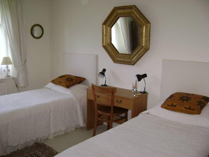 Twin room & breakfast in Folkestone