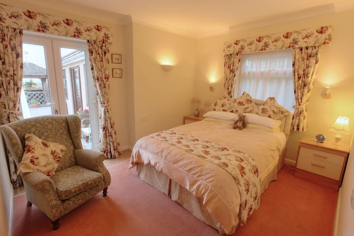 En-suite with superb rural views and warm welcome - Somerset