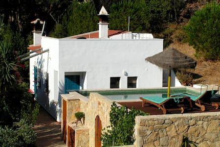 Ruhiges Ferienhaus mit Pool, Garten & toller Natur - Almargens