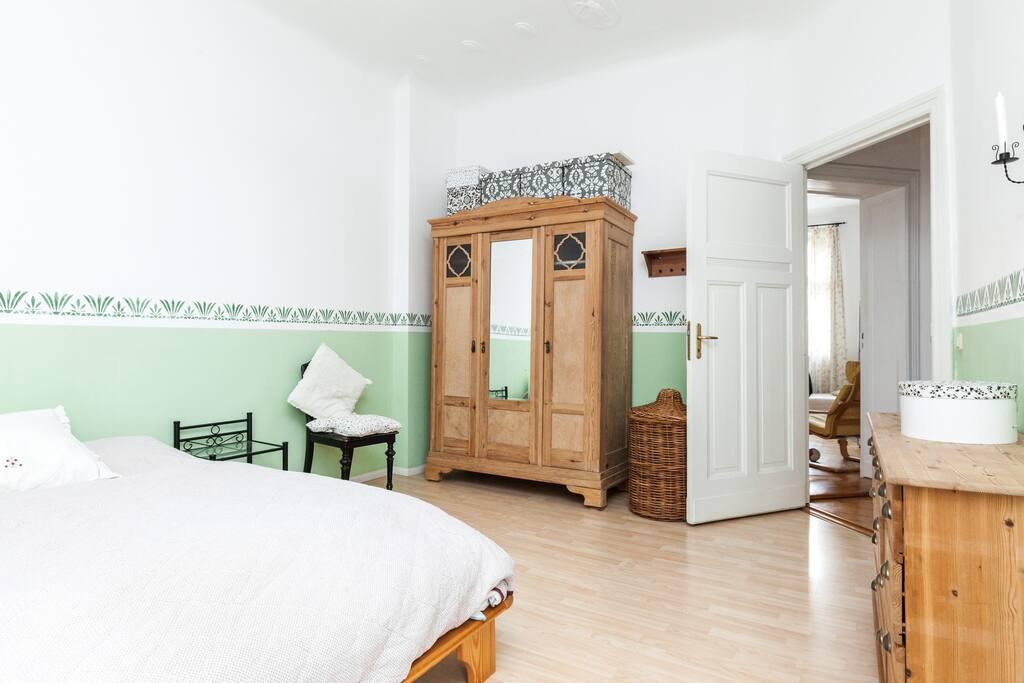 Bed room with view to hallway and living room / Schlafzimmer mit Blick zum Flur und Wohnzimmer