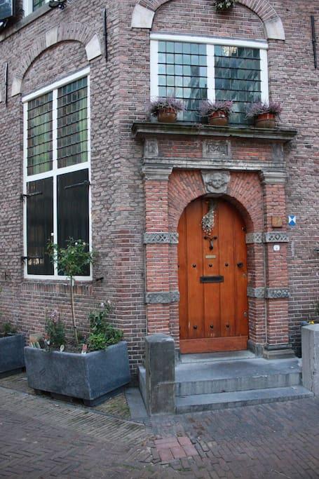 Een 16de eeuws poortje aan de achterzijde