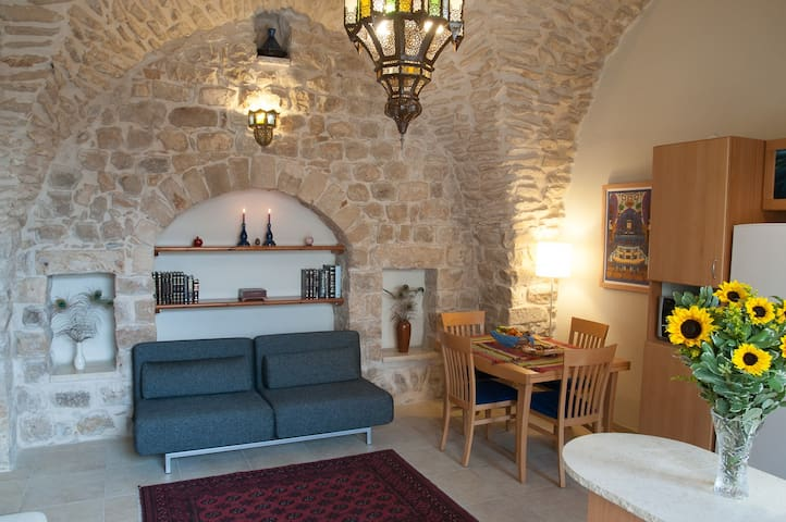 Artist Quarter Guesthouse B&B--One Bedroom Apt - Safed - Bed & Breakfast