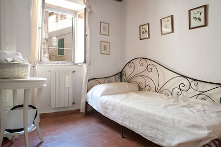Single room in medieval village - Bibbona - Bed & Breakfast