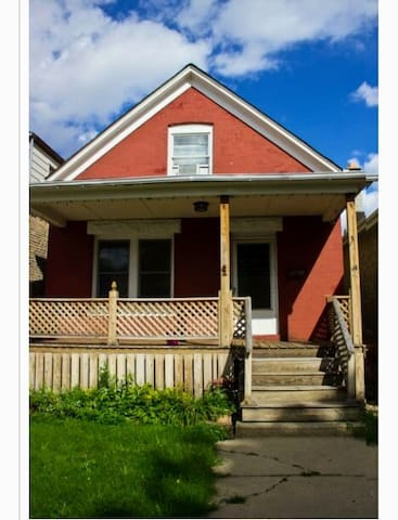 Airy cottage in Logan square (office) - Chicago - Ház