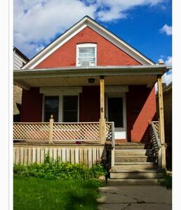 Airy cottage in Logan square (office) - Chicago - House