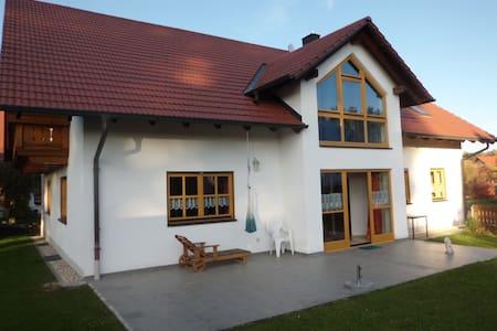 Sehr schöne, helle ,3,5 Z Ferienwohnung - Bayerbach bei Ergoldsbach