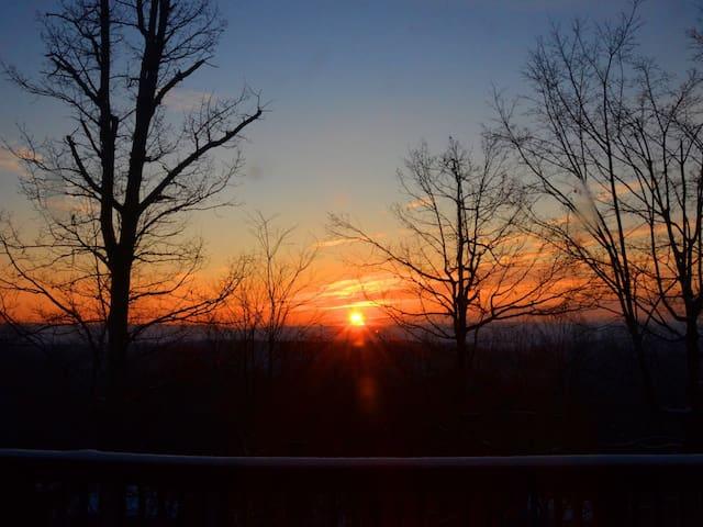 Secluded House w/ Amazing Sunrises - Berkeley Springs