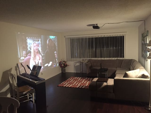 Downtown Glendale Perfect Home Away from Home - เกลนเดล
