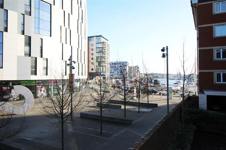 Spacious 2 Bedroom Apartment With Marina Views - Ipswich - Leilighet