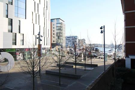 Spacious 2 Bedroom Apartment With Marina Views - 伊普斯威奇(Ipswich) - 公寓