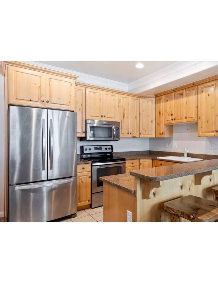NEW! 2BD/3BA with Mountain and Lake views