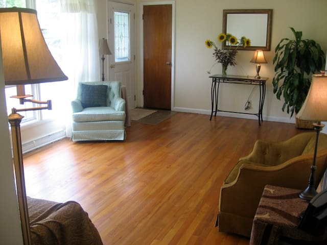 Clean & Cozy Apt in Upscale N'hood - Jamesville - Appartamento